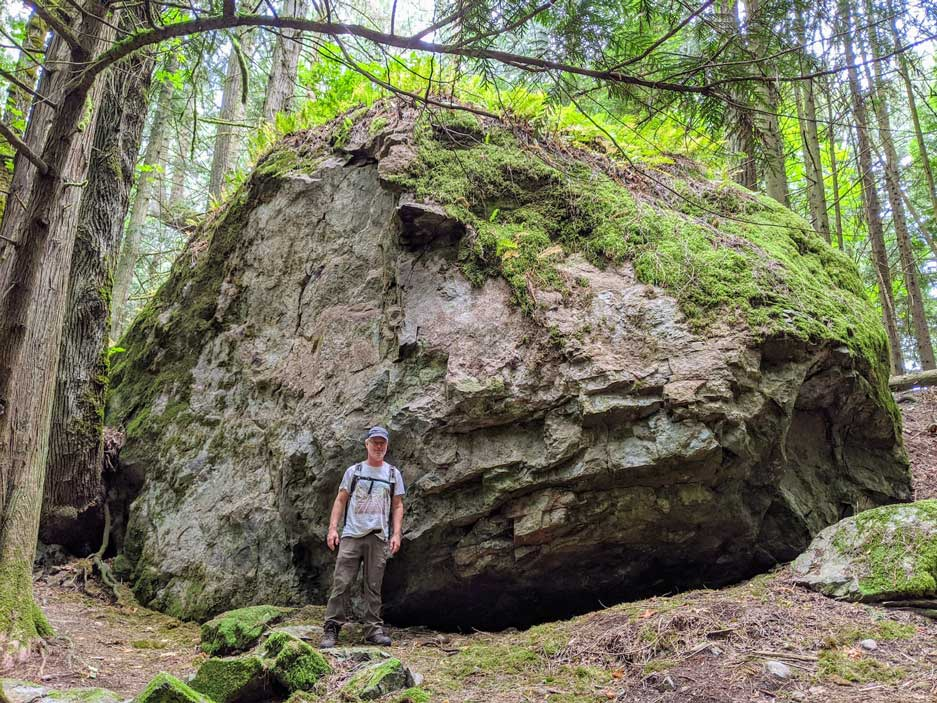 Largest erratic documented on the Quimper Peninsula