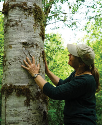 Photo of Sarah Spaeth and tree with bear claw marks. Photo by Jessica Plumb.